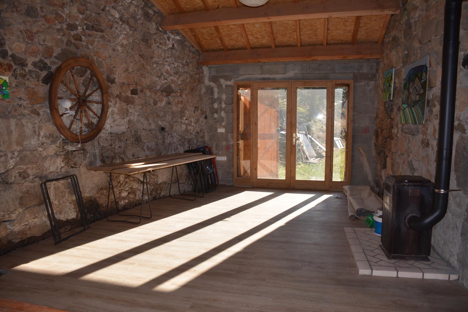 La salle d'activités permet d'accueillir jusqu'à 30 personnes