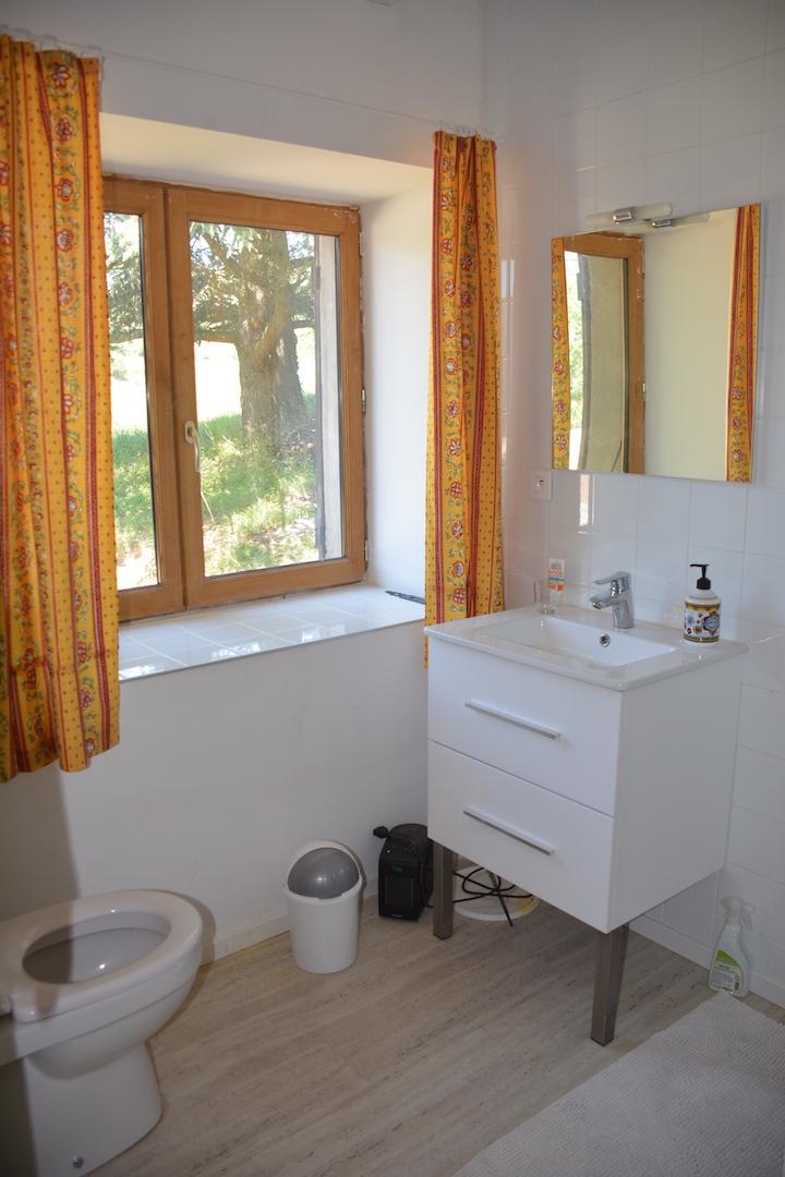 La salle d'eaux privative de la chambre