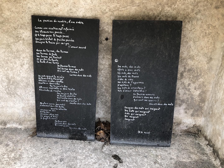 Poésie au pied d'un mur