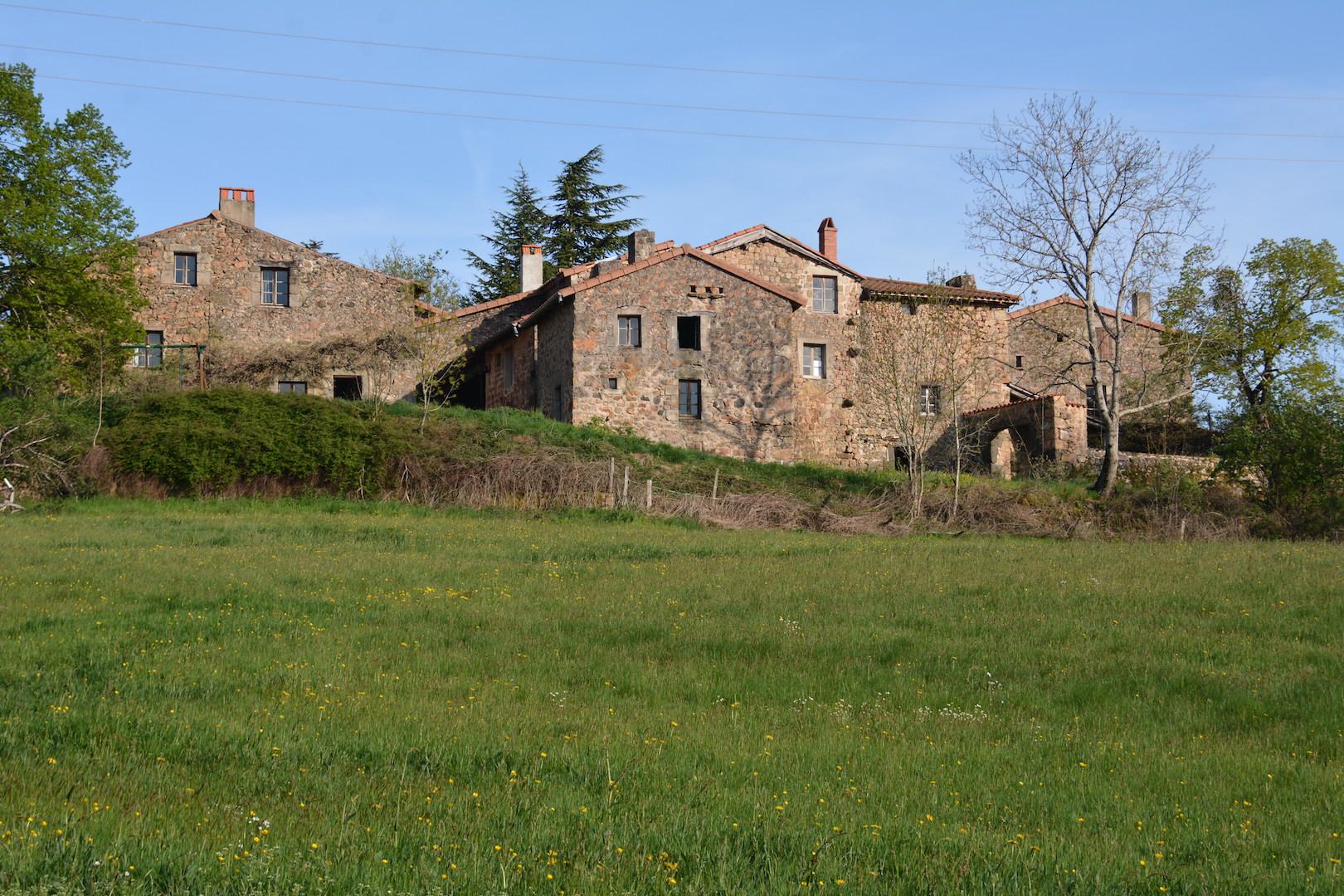 Le hameau de Chamblard depuis les prés du Sud