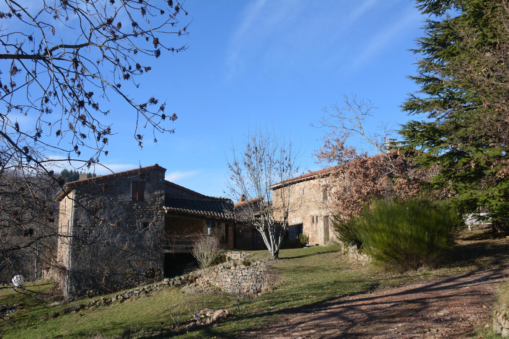 Le hameau de Chamblard depuis l'Est et la Gabbro