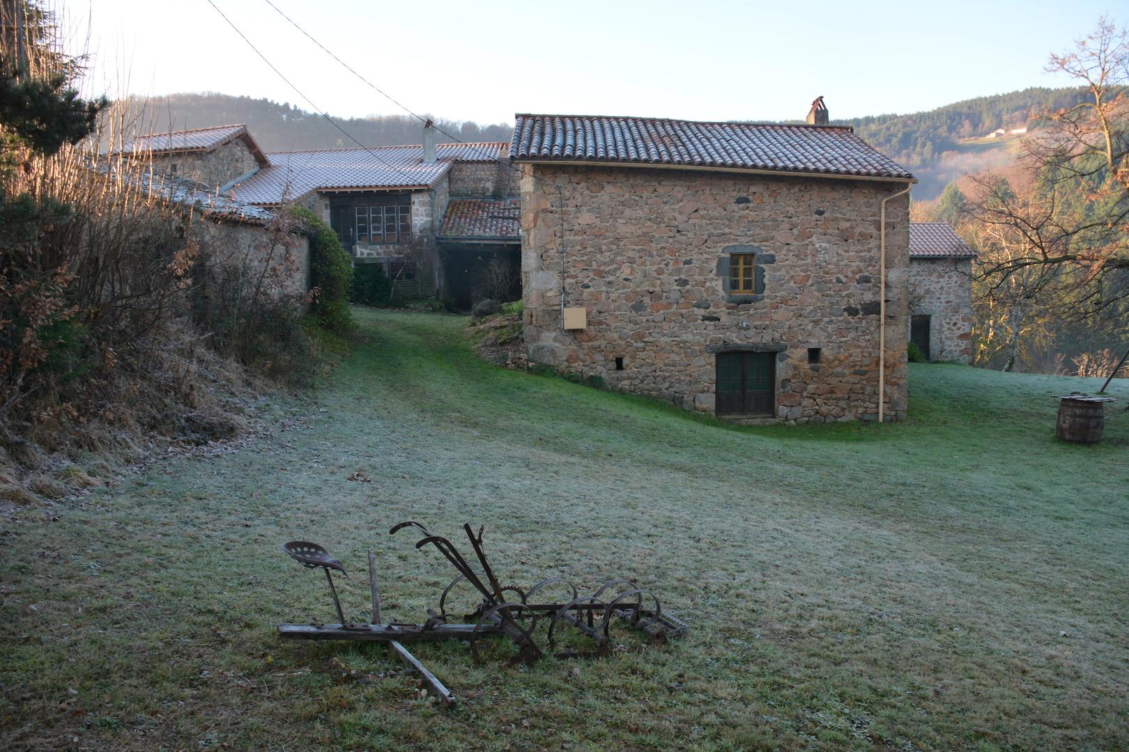A l'Ouest du hameau, la maison Nomazy