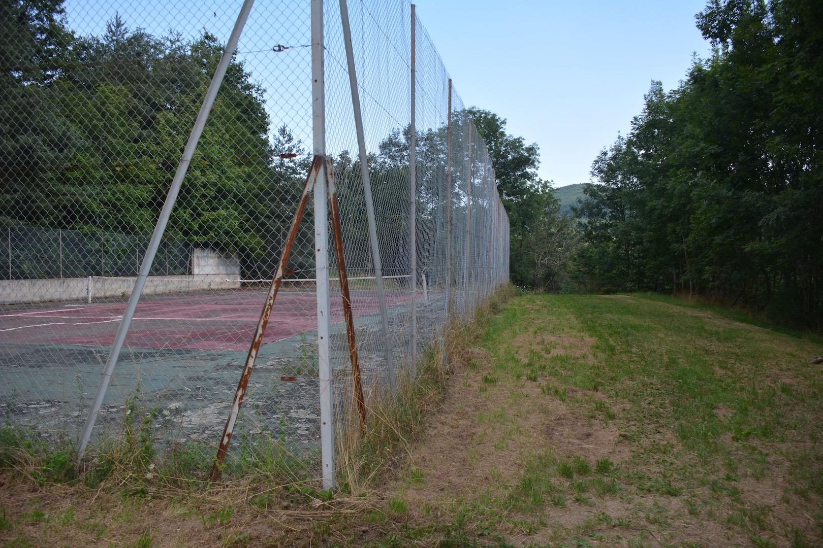 Les faux rebonds du tennis de Chamblard vous surprendront!